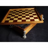 Chess box - lion's paw
